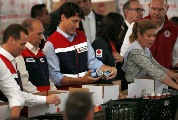 Justin Trudeau apoya a la Cruz Roja de Polanco en su visita a México