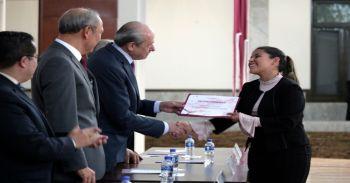 Reciben diplomas y estímulos económicos destacados politécnicos de nivel superior