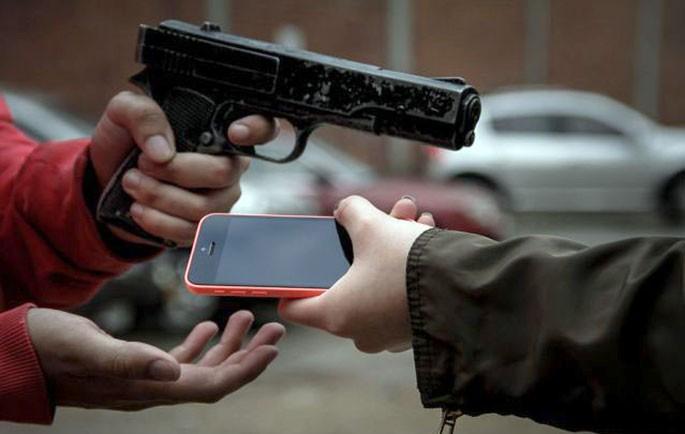 Proceso a un hombre que habría robado su celular a un peatón
