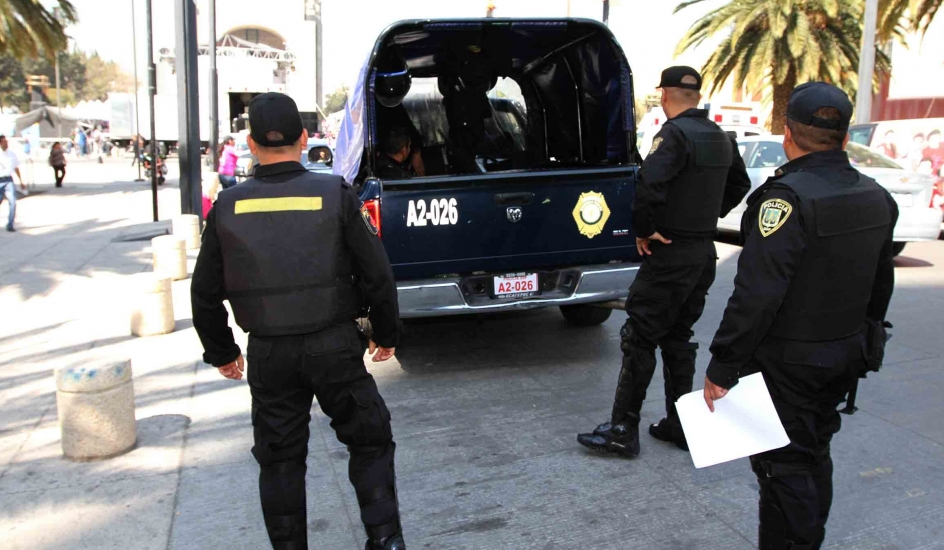 SSP-CDMX aprehende a dos personas por posesión de presunta droga en a colonia Centro