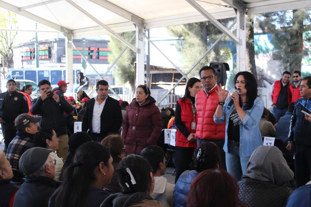 LA DELEGACIÓN IZTAPALAPA Y EL FONDEN OTORGAN TARJETAS DE APOYO A LOS AFECTADOS POR EL SISMO