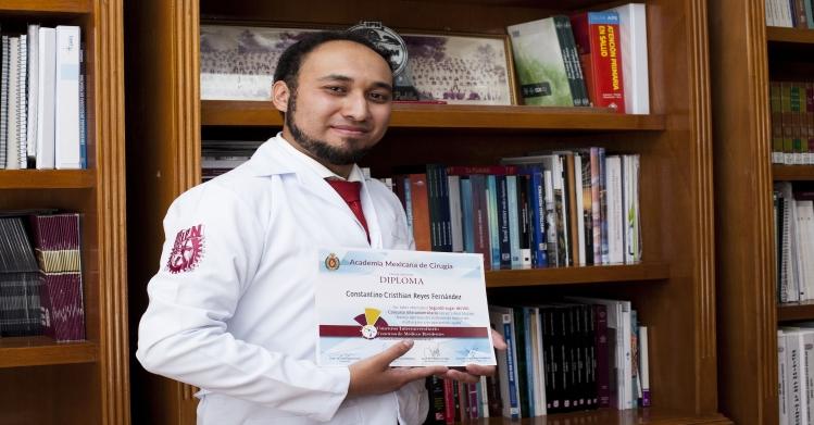 Academia Mexicana de Cirugía otorga premio a estudiante politécnico