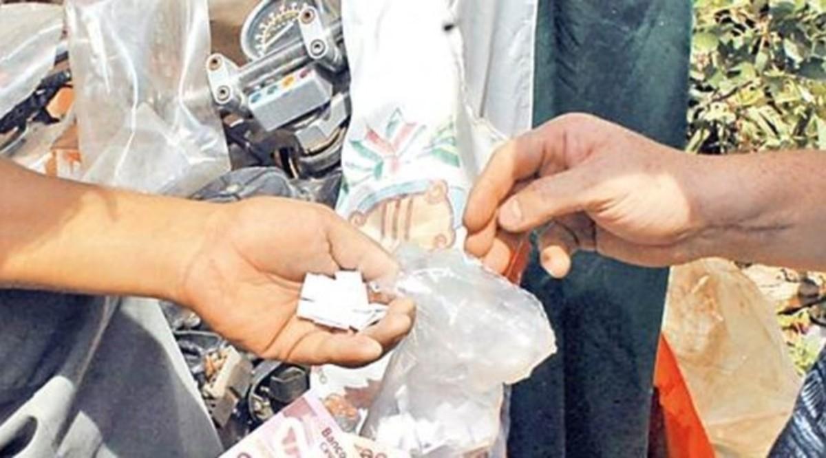 SSP-CDMX aseguró a dos hombres, uno de ellos menor de edad, relacionados con delitos de narcomenudeo en Iztapalapa