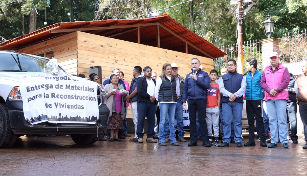ENTREGA JEFE DE GOBIERNO, LA JEFA DELEGACIONAL Y EL PRESIDENTE DE LA COMISIÓN DE GOBIERNO DE LA ALDF VIVIENDAS A FAMILIAS EN SANTA ROSA XOCHIAC