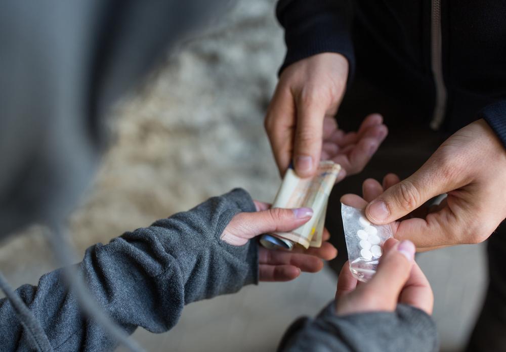 Detienen a dos jóvenes por narcomenudeo en Tláhuac