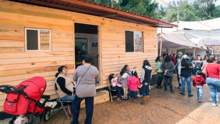FAMILIAS DE SANTA ROSA XOCHIAC DAMNIFICADAS POR SISMO S-19 PASAN FIESTAS NAVIDEÑAS EN SUS NUEVOS HOGARES