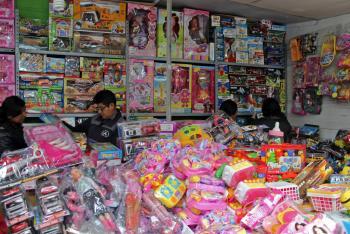 Si los reyes magos a los niños quieren cuidar, juguetes apropiados deben regalar