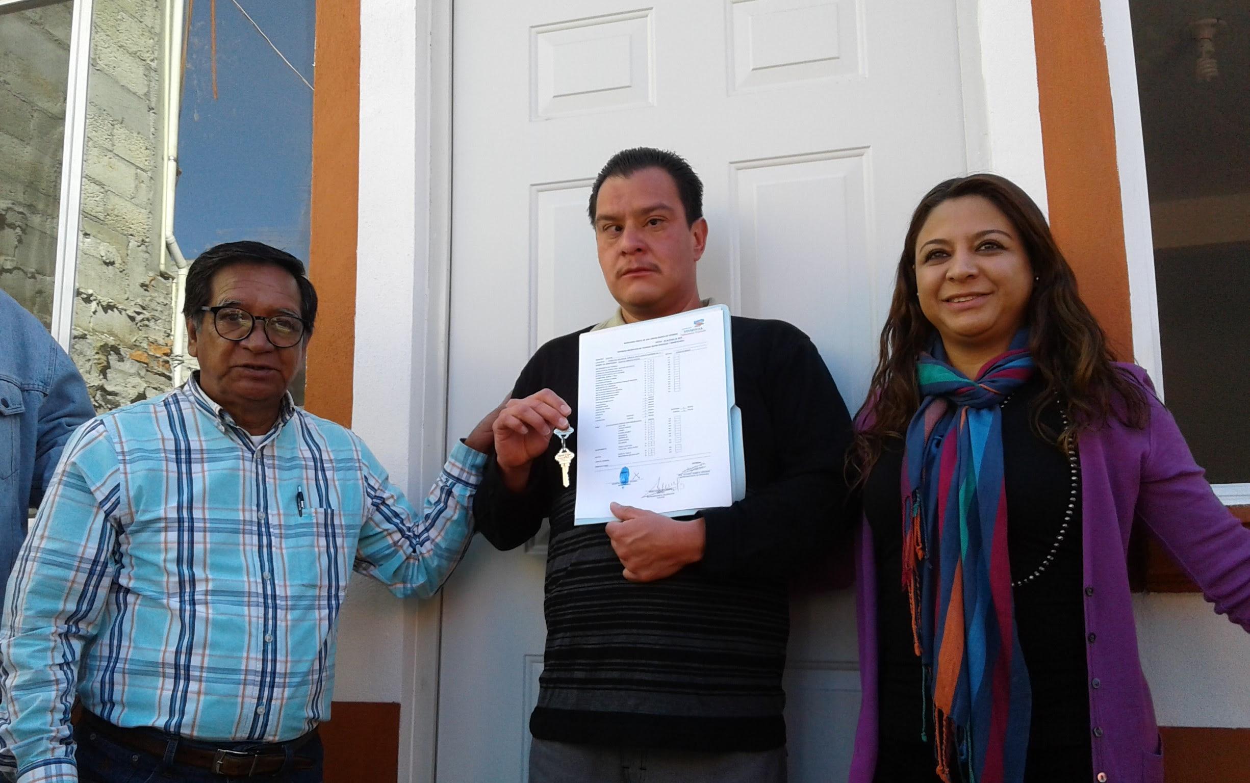 Entrega Tlalpan primera vivienda construida tras sismo del 19-S