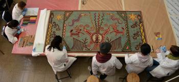 Restauran en la ENCRyM la Tabla Nierika, atribuida al artista huichol José Benítez Sánchez