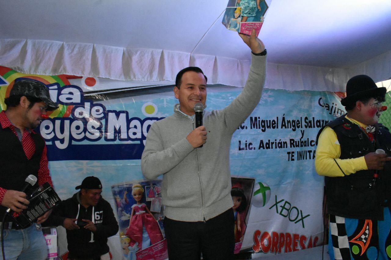 El Jefe Delegacional en Cuajimalpa sigue festejando con niños de la Zanja, en San Mateo Tlaltenango