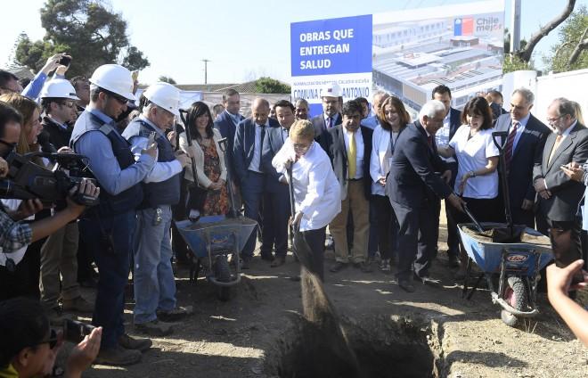 Michelle Bachelet dio inicio a las obras del futuro Hospital chileno Claudio Vicuña de San Antonio