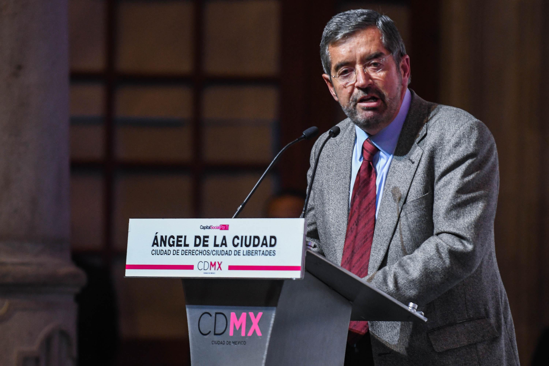 RECIBEN UNIVERSITARIOS EL PREMIO ÁNGEL DE LA CIUDAD