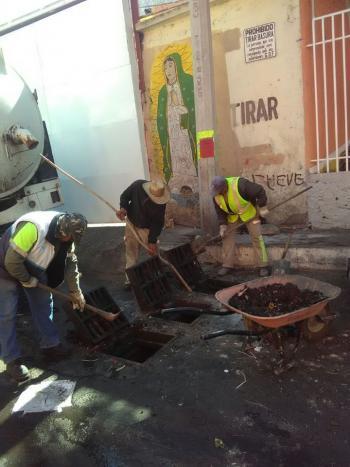 Se esta realizando limpieza de drenaje en diferentes colonias de Cuajimalpa