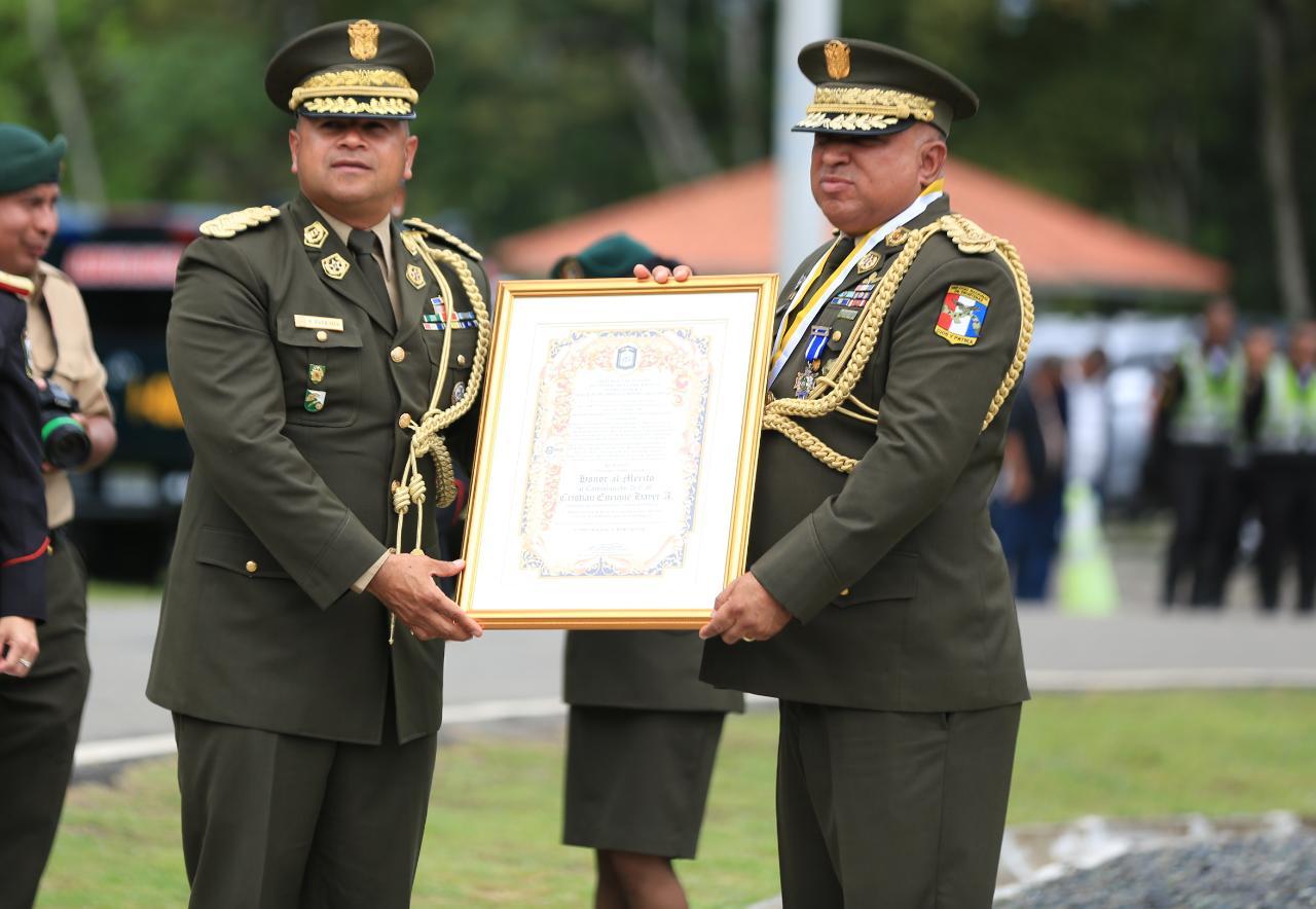 Presidente de Panamá, Juan Carlos Varela designa a comisionado Estrada nuevo director del Senafront