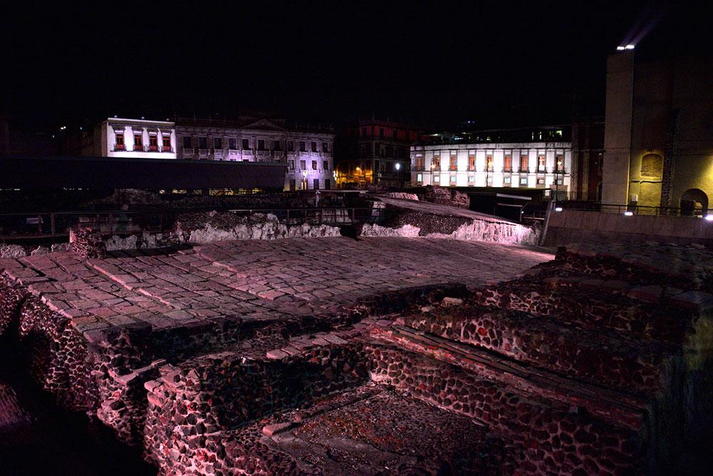 Entregan nueva etapa de iluminación de edificios del Centro Histórico de la CDMX