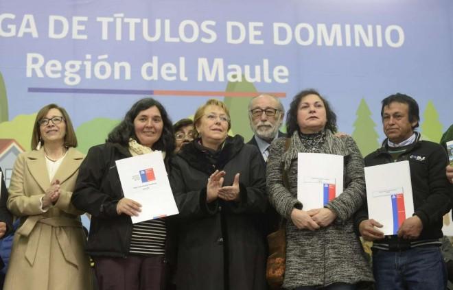 Gobierno chileno cumple meta presidencial con entrega de títulos de dominio a 42.237 familias
