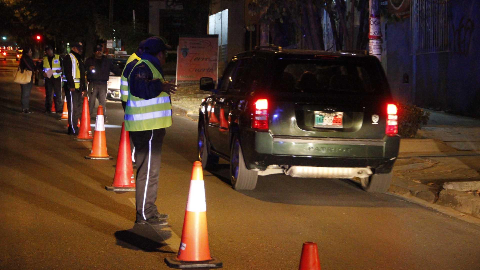 UNA PERSONA DETENIDA POR LESIONAR A DOS POLICÍAS EN PUNTO DE ALCOHOLÍMETRO