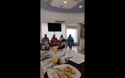 DIPUTADOS DESAYUNAN ANTE RARAMURIS SIN INVITARLOS