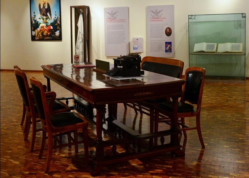 Exposición aborda los artículos polémicos de la Constitución
