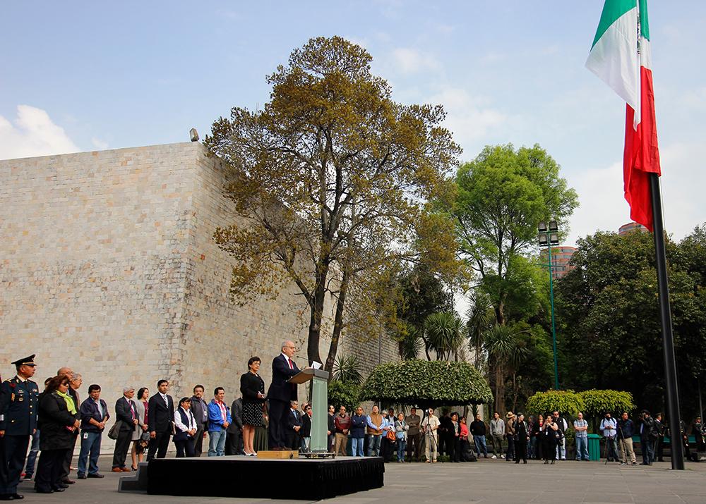 Rinden homenaje al lábaro patrio en el Museo Nacional de Antropología