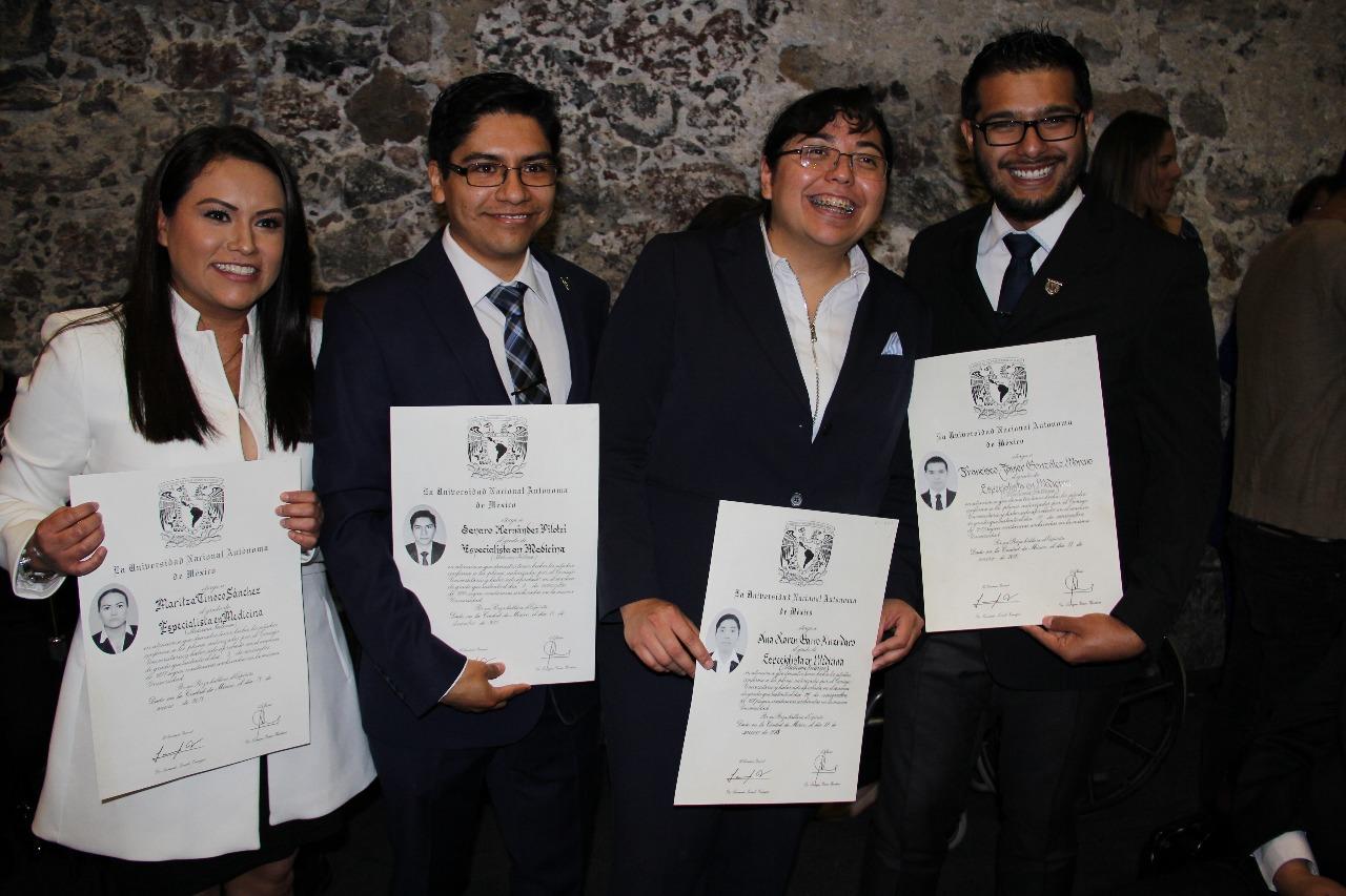 Más de 200 médicos residentes se gradúan como especialistas con apoyo de SEDESA