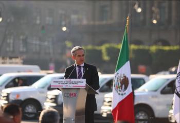 Entrega Miguel Ángel Mancera, vehículos abastecidos de gas natural