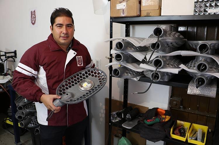 Instalan en Chicago luminarias híbridas creadas por estudiante del IPN