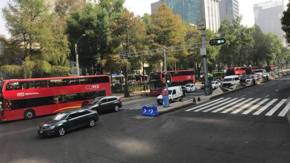 Exigen multar a choferes por circular en carril de L7 del Metrobús
