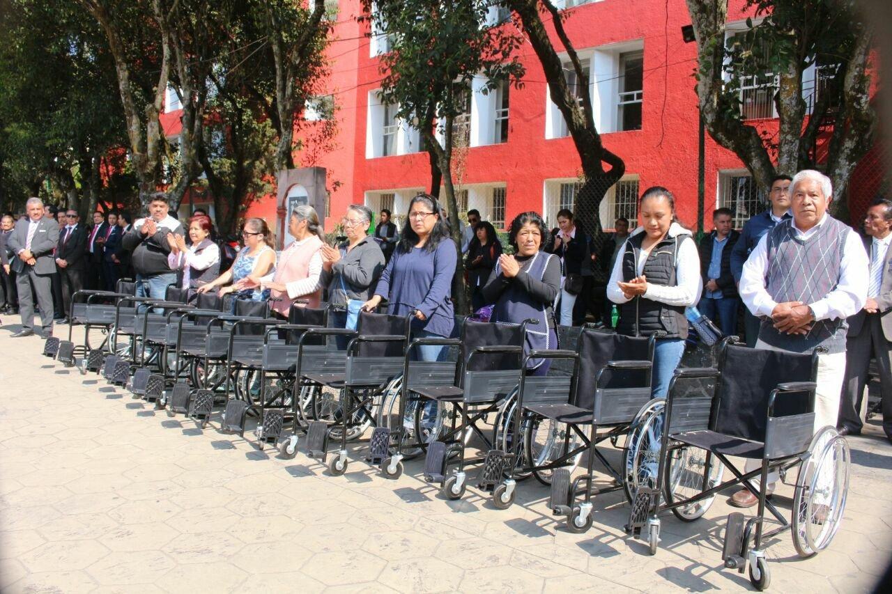 Más acciones institucionales, entrega de sillas de ruedas