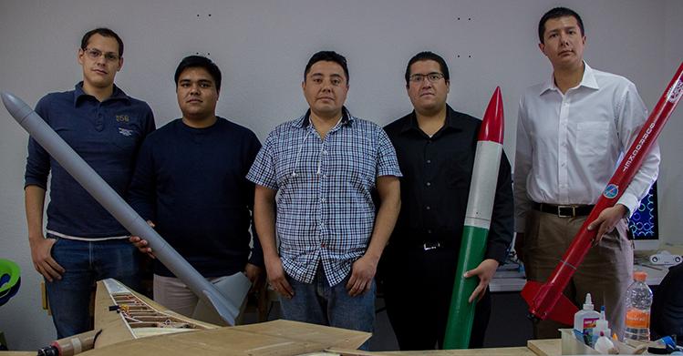 Egresados politécnicos desarrollan cohetes tipo sonda con tecnología mexicana