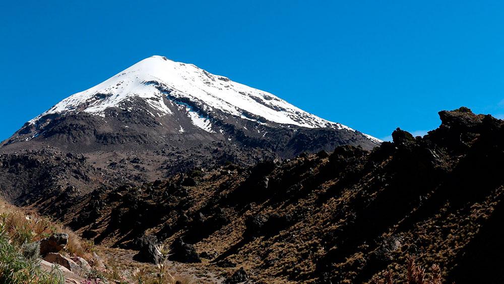 Hallan sitio arqueológico en la ladera oeste del Pico de Orizaba