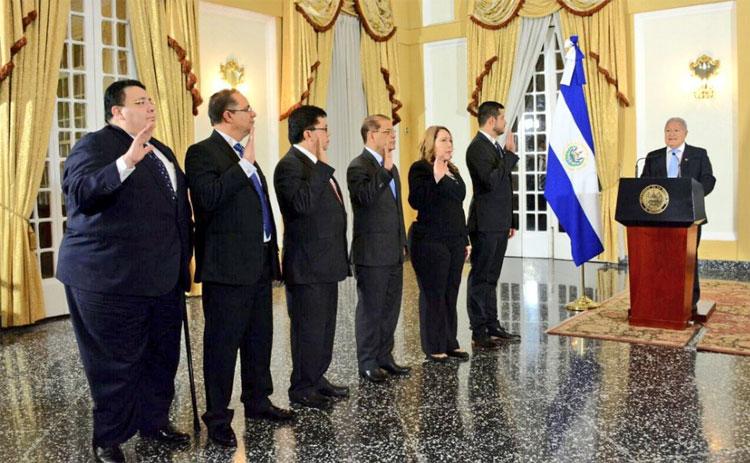 Presidente de El Salvador juramenta a funcionarios como parte del proceso de cambios en el Gobierno