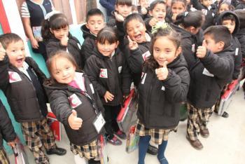 Entrega de kits escolares a niños y niñas de los CENDIS de Cuajimalpa