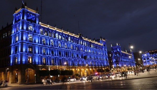 Por Día Mundial del Autismo CDMX se ilumina de azul