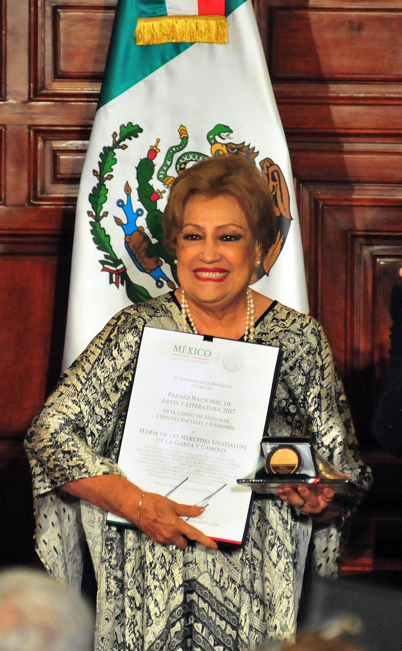 ENTREGAN A DOS INVESTIGADORAS DE LA UNAM LOS PREMIOS NACIONALES DE CIENCIAS, DE ARTE Y LITERATURA