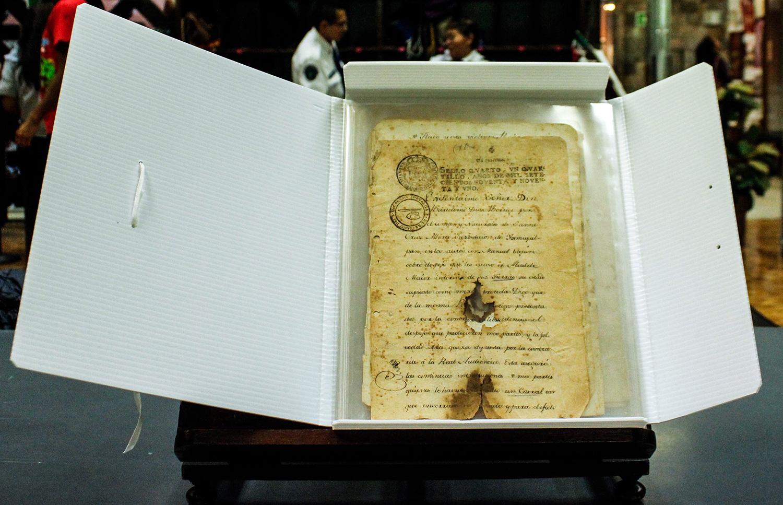La BNAH entrega a comunidad otomí de Hidalgo manuscritos antiguos sobre su historia y territorio