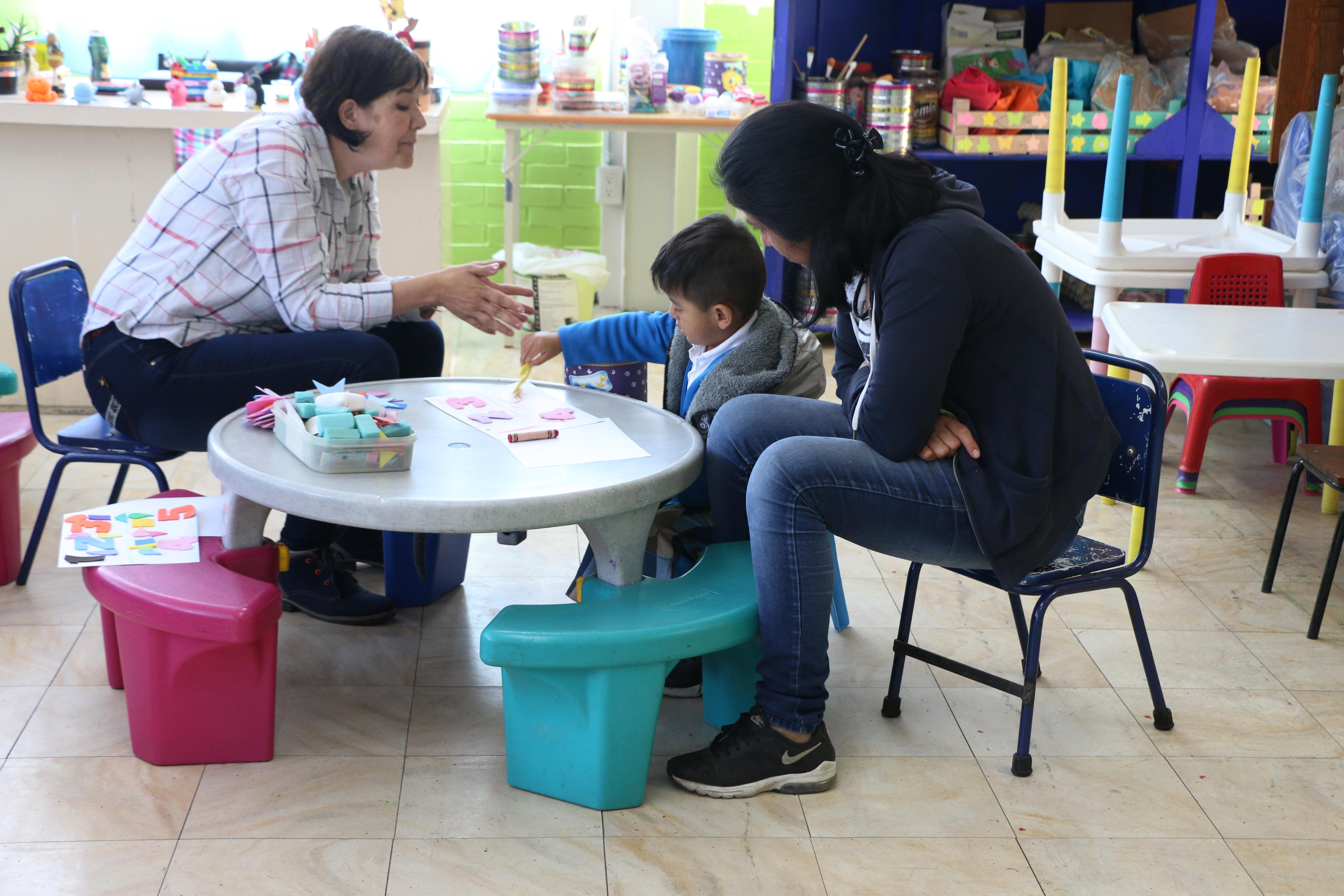 BRINDAN ATENCIÓN PSICOLÓGICA Y ESTIMULACIÓN TEMPRANA A INFANTES DE XOCHIMILCO