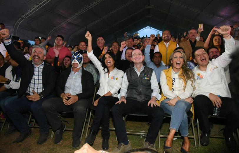 Los candidatos de Por México al Frente, presenciaron una función de lucha libre en el deportivo Hermanos Galeana