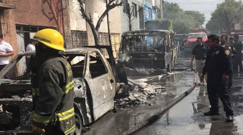 Incendio de taller en GAM afecta cuatro inmuebles