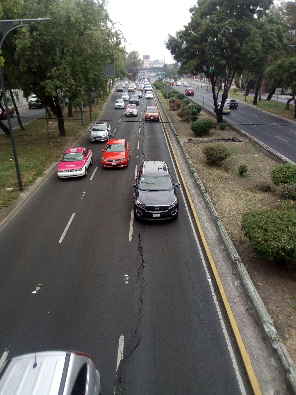 Se abre una grieta sobre Viaducto Rio de la Piedad