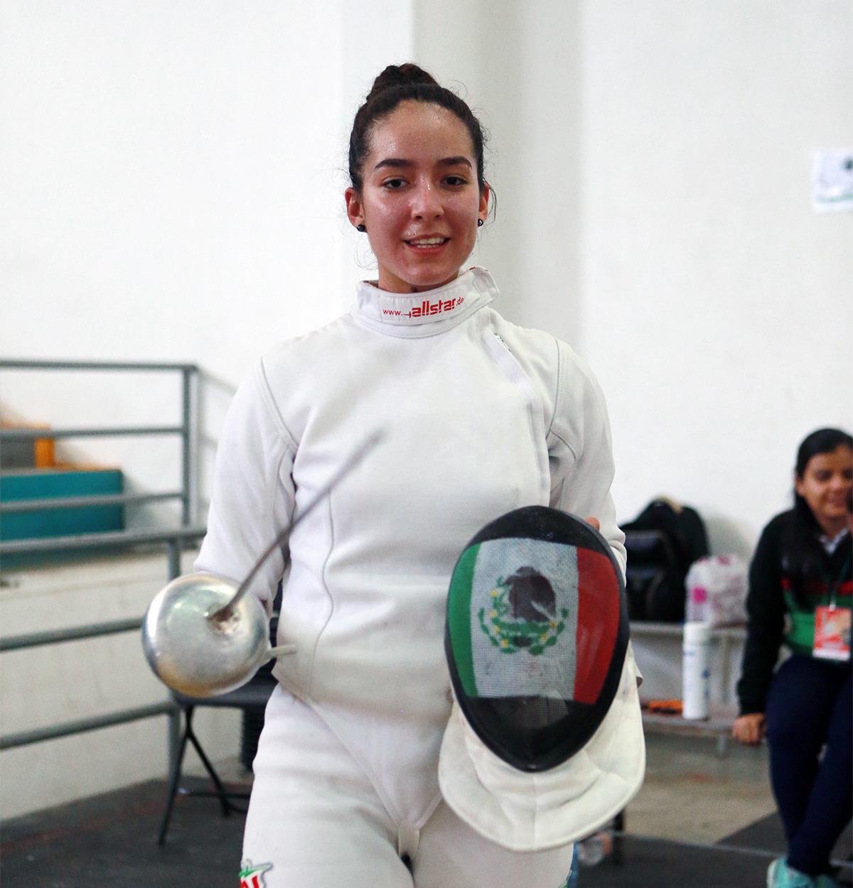 Frania Tejeda, primer lugar en espada femenil, dentro de la Universiada