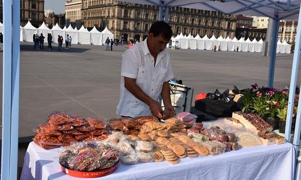 Gran variedad de productos en la 2 edición del Mercado de Productores en el Zócalo