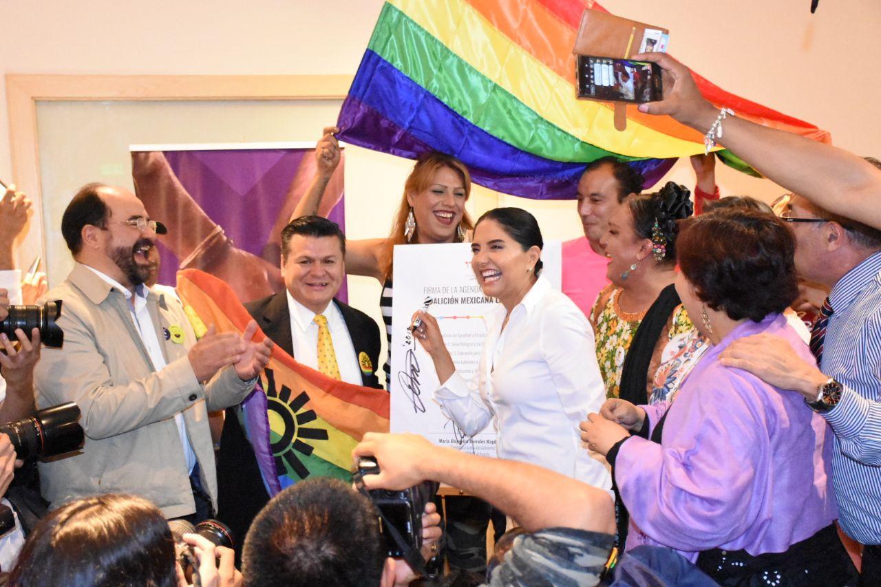 FIRMA BARRALES COMPROMISOS CON LA COMUNIDAD LGBTTTI+