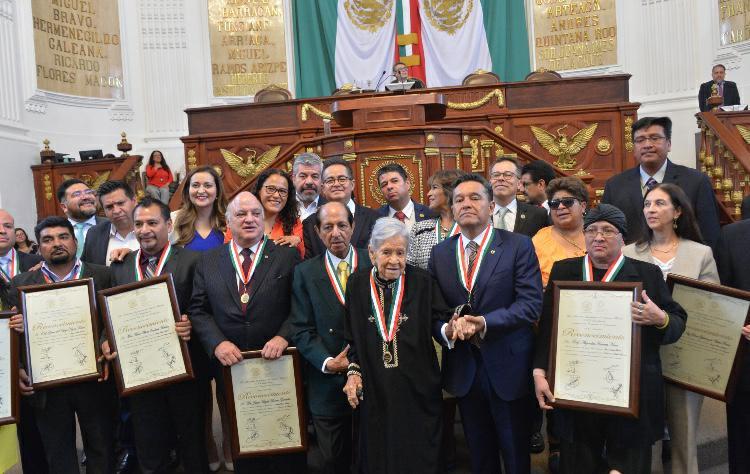 Por primera ocasión, la ALDF entrega la Medalla al Mérito Docente
