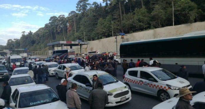 Caos vial por transportistas en la CDMX