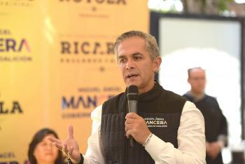 Miguel Ángel Mancera explica el gobierno de coalición a empresarios de SLP