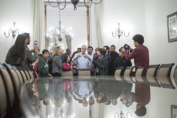 Presidente Piñera celebró el Día del Patrimonio con un recorrido por el Palacio de La Moneda junto a niños y adultos