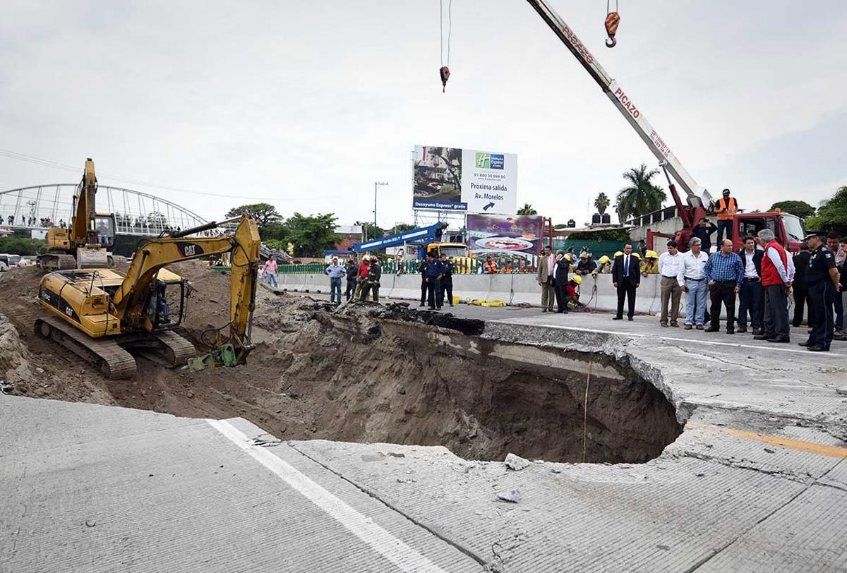 Para junio las sanciones a los responsables del socavón en la México-Cuernavaca