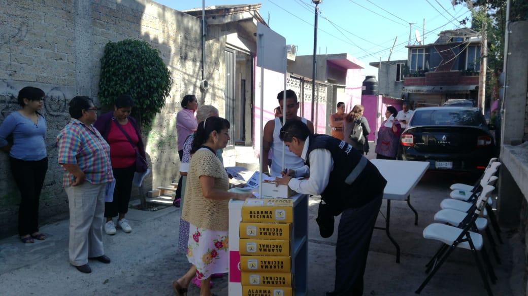 ENTREGAN ALARMAS VECINALES EN XOCHIMILCO