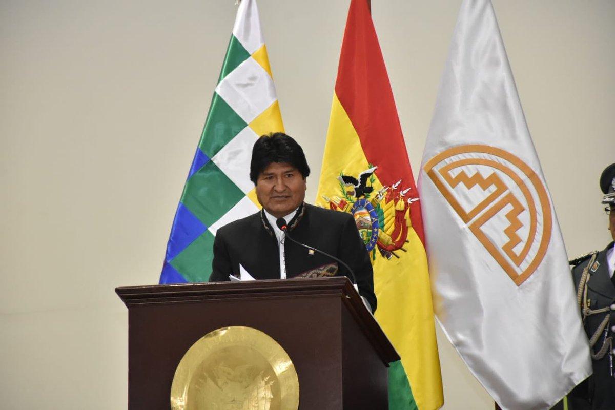Va Evo Morales por su tercer mundial